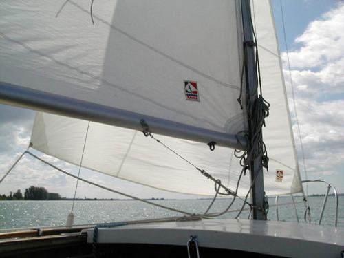 Photo of the Sandpiper 565 sailboat